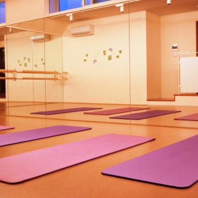 新築で床暖房完備のキレイなスタジオ