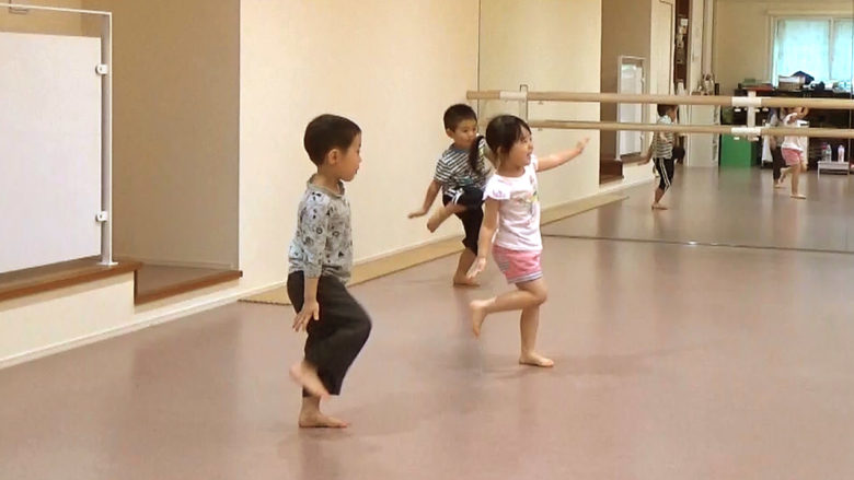 キッズクラス ダンス 風景